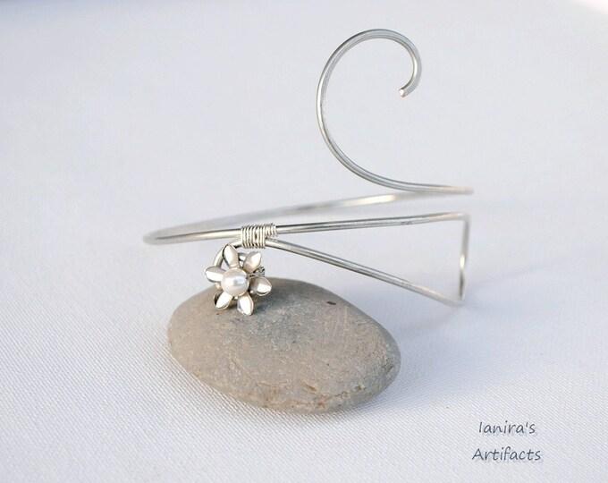 Bridal arm cuff White pearl Armband wire Upper arm bracelet Armlet Wedding jewelry Gift for her Greek mythology goddess grecian body flower