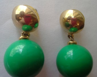 Stud and ball kelly green and gold earrings