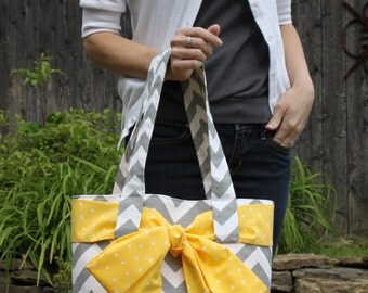 LARGE gray and white CHEVRON stripe zigzag Handbag/ Diaper Bag/ Purse/ Tote/ Beach Bag with Yellow Polka Dot Bow/Sash and 4 Interior Pockets