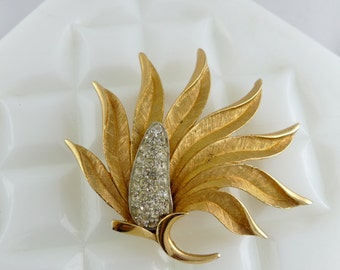 Vintage Goldtone Flowering Palm Leaf Brooch with Clear Rhinestones -UC111
