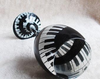 Piano  wine glass. Piano keys music