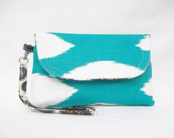 Tourquoise White Wristlet Clutch