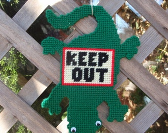 Keep Out Lizard - Childrens Door Sign