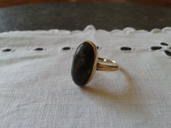 SALE 14k gold ring oval marbled black stone vintage 70s