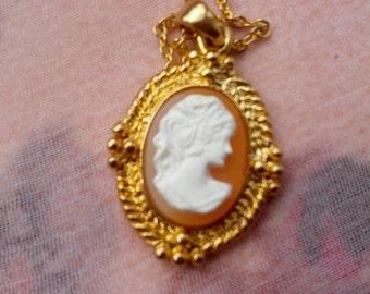 Goldtone Cameo Pendant and Goldtone Chain