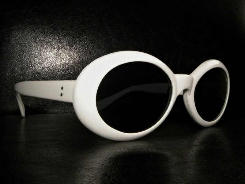 Unworn vintage 90s retro 60s white round frame Sunglasses