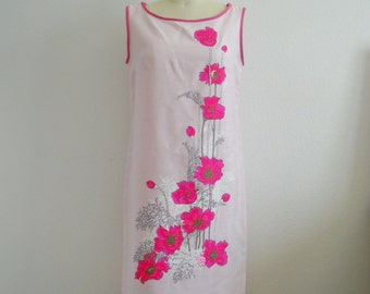 1970s Hawaiian Panel Print Pink Hand Painted Floral Dress signed by Alfred Shaheen