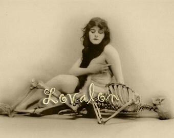 MATURE... Une anatomie étrange... Vintage Erotic Photography... Instant Digital Download