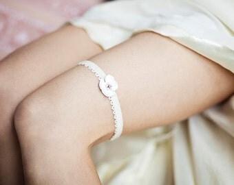 Bridal ivory Garter, Wedding ivory garter, flower garter