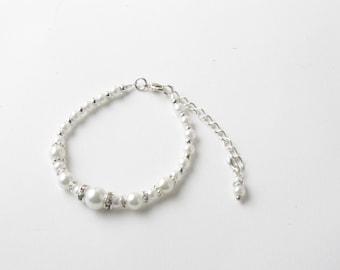 Flower girl bracelet - Bridesmaid bracelet - White pearls and crystals bracelet -  white pearl bracelet - White wedding - Junior bridesmaid
