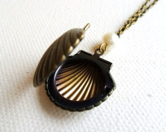 Sea Shell Locket, Keepsake  Sea Shell Necklace, Beach Necklace, mermaid jewelry, Antique Bronze, Little Pearl seaside seashore seashell