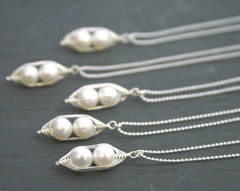 Bridesmaids gift necklaces, Peas in a Pod pendant necklace, white pearls Peapod wedding jewelry. Mothers day gift