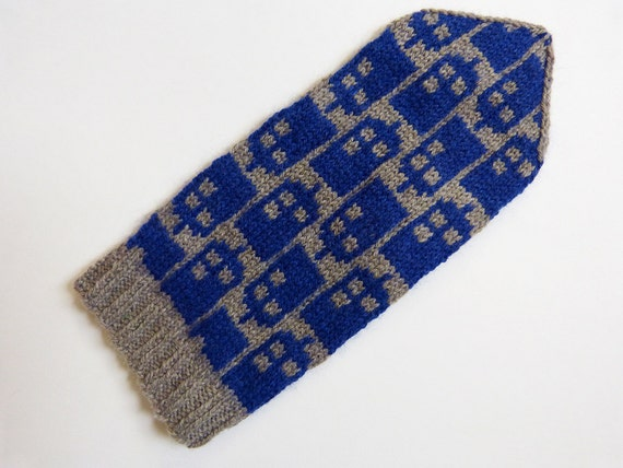 Doctor Who knitting pattern Police Box Mittens