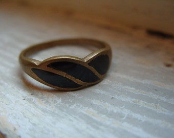 FREE SHIPPING Vintage Brass Ring with Black Enamel Accents - Size 7