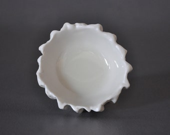 Discontinued - White Baby scallop bowl