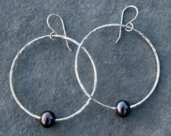Peacock Pearl Hoop Earrings, Sterling Silver, Freshwater Pearls, Hammered Hoops, Circle Dangle Earrings, Pearl Earrings