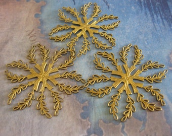 1 PC large brass lace filigree flower / jewel wrap - UU19