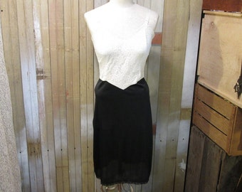 Black and White Vintage slip 2 tone lace 50s nylon Slip  size 32 S