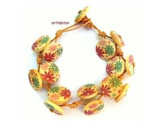 Button bracelet jewelry made of wood buttons beautiful colorful flowers