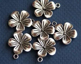 6 pcs of antiqued Silver  flower pendant 20x19mm