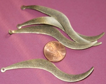 20 pcs of antiqued Brass finished wavy drops 75x8mm