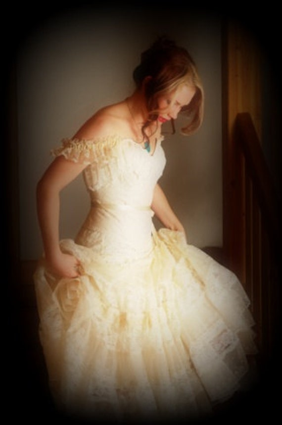 Romantic victorian lace wedding dress with corset bohemian for Victorian corset wedding dresses