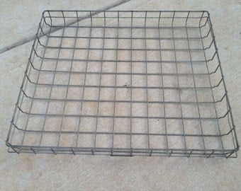 ONE Vintage 1950's Era Wire Bread Basket Which Can Be Repurposed or Upcycled