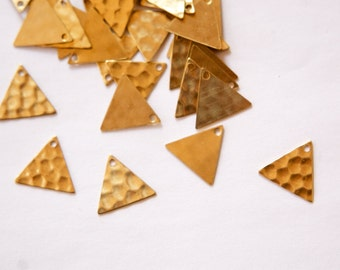 1 Hole Raw Brass Hammered Triangle Charms Drops 13mm (10) mtl147E