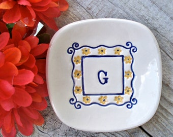 Square Monogrammed Gift Dish with Floral Border, Ring Bowl, Ring Dish, Jewelry Dish, Personalized Gift, Trinket Bowl, Catch All Dish