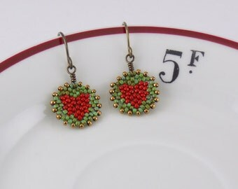 Beadwoven Heart Mandala Earrings ( red / green ) - - - niobium (hypoallergenic) earrings / Green Patina/ Earthy/ Subtle/ Delicate/ Small