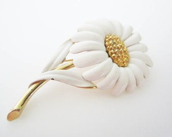 Monet White Daisy Vintage Brooch