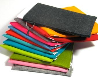 basic iPad sleeve in 100% wool felt, handmade in the Netherlands