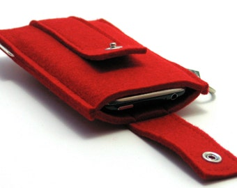 iPhone 7 / 7 Plus sleeve in thick felt with closing flap, 100% wool, handmade in the Netherlands