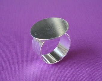 Silver Adjustable Ring 10mm Hammered Band with 20mm Round Base Setting for a Flat Back Cab or Jewel (1 piece)