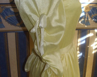 Promdress,weddingdress,partydress,fantasydress in sweet yellow.