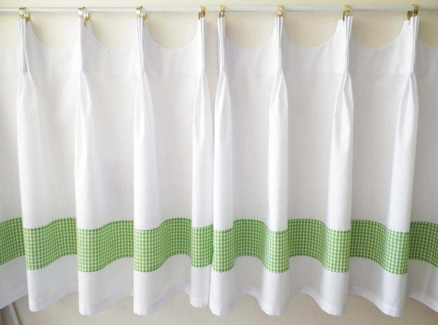 Scalloped Cafe Curtains With Green Gingham Band