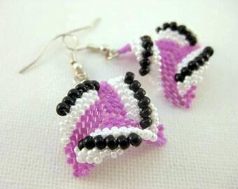 Sale Earrings / Peyote Triangle Earrings  / Beaded Earrings in Lilac, Black and White / Seed Bead Earrings / Sterling Silver / Clearance