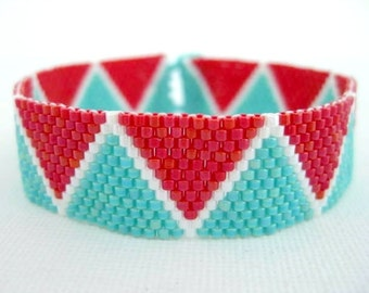 Beaded Bracelet / Peyote Bracelet / Seed Bead Bracelet in  Red, White and Turquoise / Chevron Bracelet / Geometric Bracelet / Beadwork