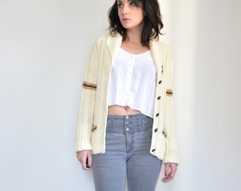 vintage white // PREPPY CARDIGAN  // with brown buttons // medium