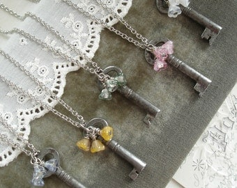 BRIDESMAID GIFTS Set of 5 Antique Key Necklaces. Rustic Wedding Jewelry. Vintage Skeleton Key Necklace & Bell Flowers. Eco Friendly Jewelry.