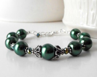 Green pearl bracelet, bridesmaid bracelet, winter wedding jewelry, Christmas jewelry, bead bracelet, gift for bridesmaid under 25, hunter