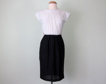 80s dress / black & white polka dot contrast fitted waist (s - m)