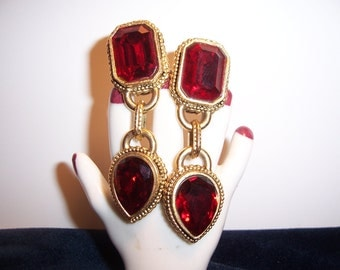 Stunning Vintage Signed Voslo Designs Faceted Ruby Red Rhinestone Dangle Dropp Earrings