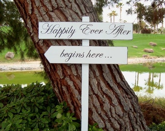 HaPPiLy EVeR AfTeR SiGn - HaPPiLY EVeR AfTeR BeGiNs HeRe - DiReCTioNaL WeDDiNg SiGnS - Classic Style - 4ft Stake - Distressed WHITE