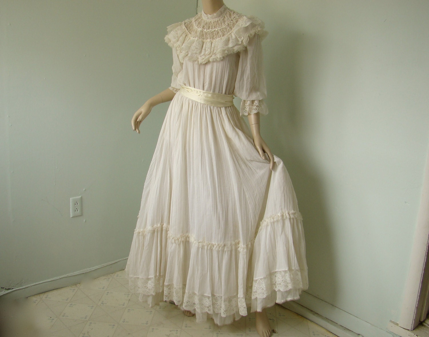 Victorian Wedding Dress 1980 s f White by ReluctantDamsel