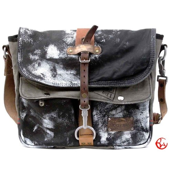 Stylish Messenger Bag // Upcycled and Handmade by peace4you - Model paul-2102