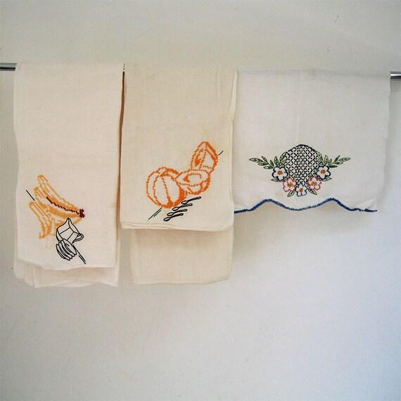 3 Vintage Decoratively Stitched Linens Tablecloth Handtowels