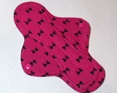 Mama Cloth Reusable Menstrual Sanitary Pad deep pink with black bows - size S/M