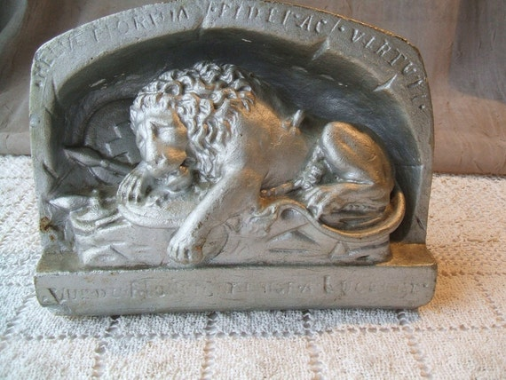 Antique Lion Of Lucerne In Lair Statue Plaster Cast Parian Figurine, Circa 1920, With Correspondence From Thorvaldsen Museum