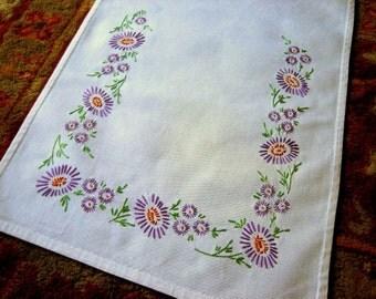 RUNNER Vintage Embroidered Flowers Dresser Scarf Nosegay Purple Daisies Flowers